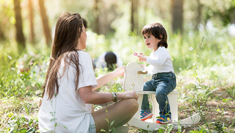 הדרכת הורים: 3 טעויות מיותרות שבגללן אימהות ל-2 ילדים תמיד עייפות (ומה לעשות במקום)